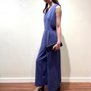 シンプル&スタイリッシュなパンツドレス