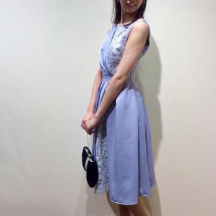 サテン×レースの上品ドレス