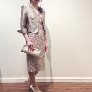 レース刺繍のエレガンスドレス