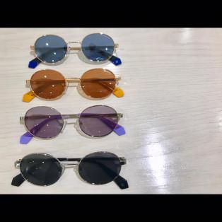 カラフルレンズがかわいい【ポラロイド】のサングラスです!