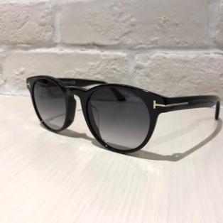 【TOMFORD】シンプルなボストン型のサングラスです!