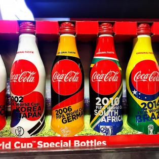 FIFAワールドカップ限定デザインコカコーラ