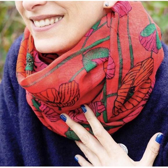 スカーフのデザインで春を先取り♪