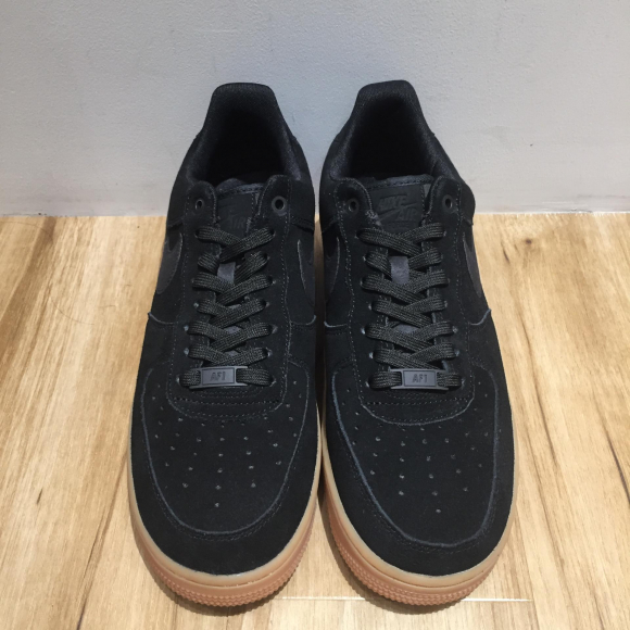 【NEW ARRIVAL】NIKE エア フォース1  07 LV8 スエード