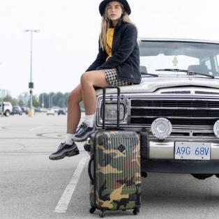 移動しやすい4輪タイプのハードキャリーバッグ‼︎
