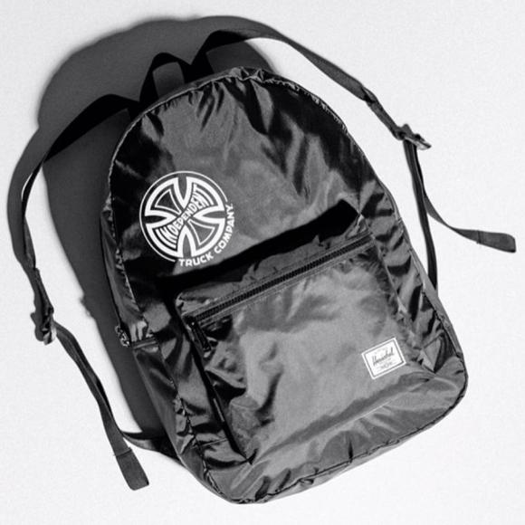 急に荷物が増えた時にも安心‼︎コンパクトに収納して持ち運べる大容量バッグパック‼︎
