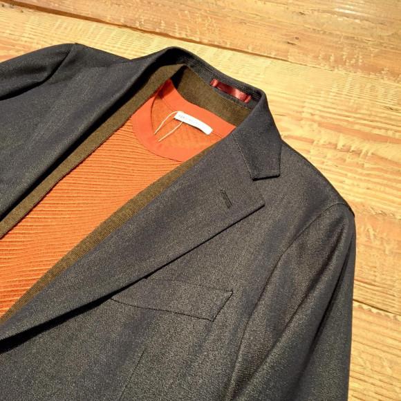 デニムライクなジャケット。