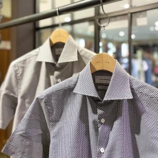 アイディウェアリングの半袖シャツ。