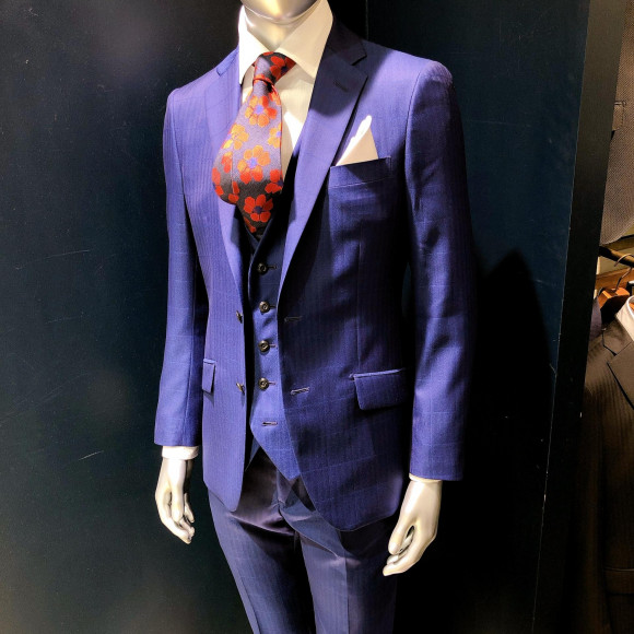スーツもお洒落に…✨