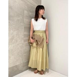 煌めくツヤ感が華やかなスカート