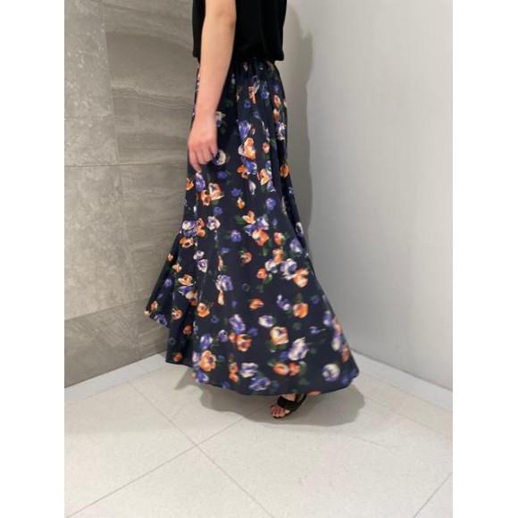 オリジナルプリントの大人フラワーロングスカート