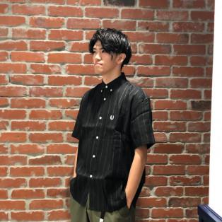 ピンストライプの半袖シャツ