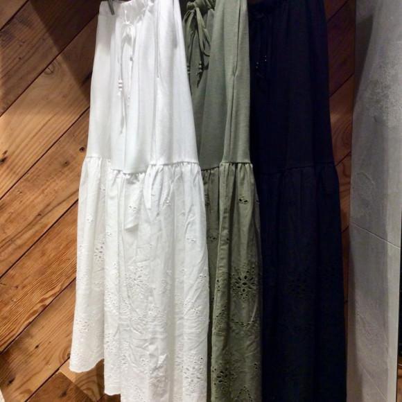 異素材スカラ刺繍スカート