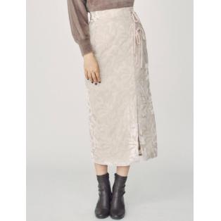 秋らしいベロア素材のラップスカート