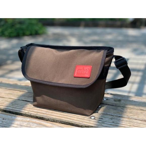 落ち着いた色味、風合いの新定番バッグ。