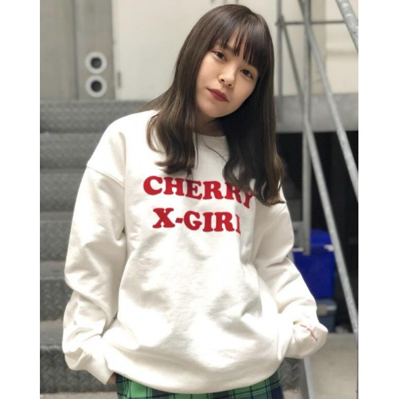 X-girl × Vanna Youngstein CREW SWEAT TOP