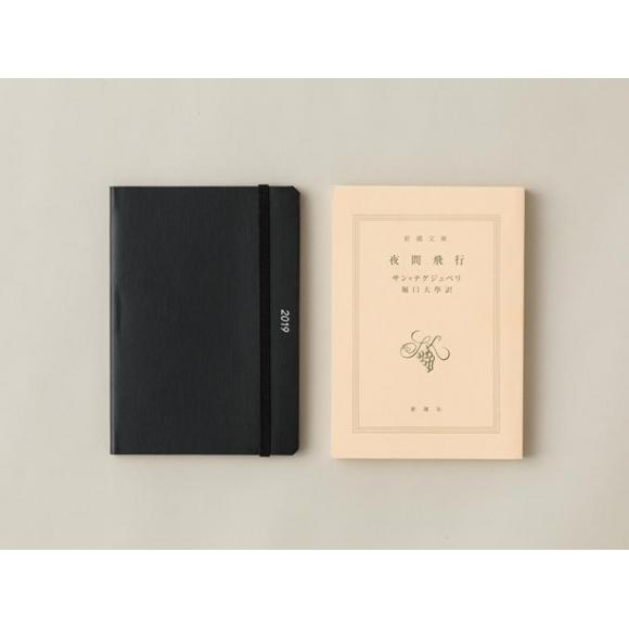 文庫本と同じサイズの手帳。 2018年版から登場したA6マンスリーがおすすめ。