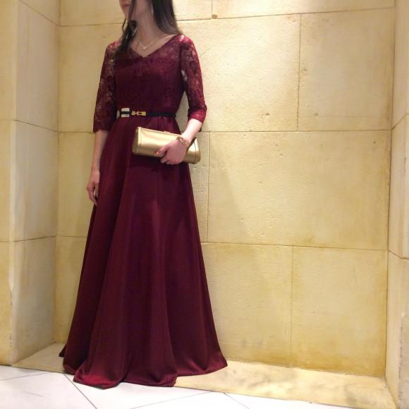 ワインレッドの袖付きロングドレス