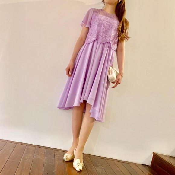 フェミニンな袖付きレースドレス