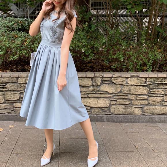 フレンチスリーブレースドレス