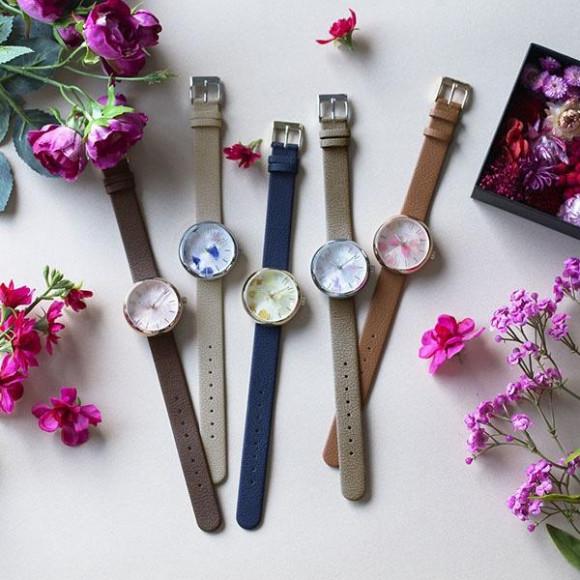 本物の花びらを散りばめた腕時計【SPICA×gui 】