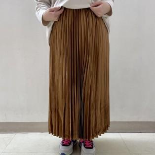 レザーライクサテンプリーツスカートのご紹介です