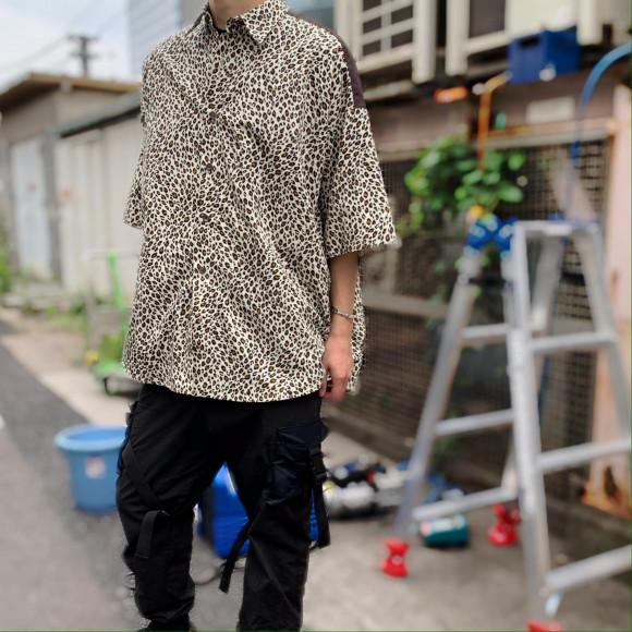 ヒョウ柄のオーバーサイズシャツ【PATTERN SHIRTS】