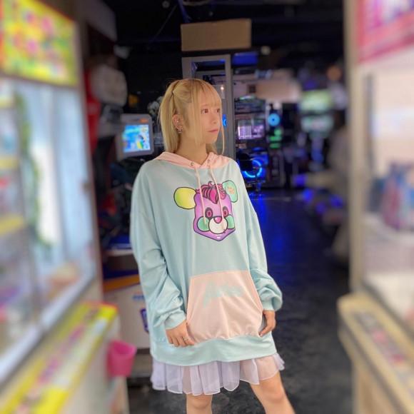 カラフルなベアープリントフーディー【POP BEAR HOODIE 】