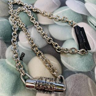 クールな雰囲気の春物新作のネックレス【key ネックレス】