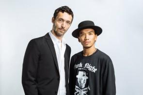 左:Fabien Prioville(ファビアン・プリオヴィル)(振付/演出補佐 ドラマトゥルク) 右:Vince Mendoza ©️YOSUKE KAMIYAMA