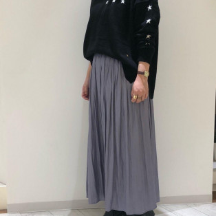 星柄インターシャニット&レザーサテンスカート