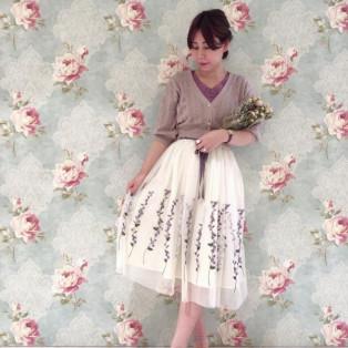 スミレ刺繍が目を惹く♡チュールスカート