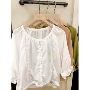 *blouse*