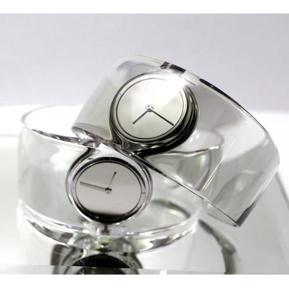 夏に着けたい透明な時計ISSEY MIYAKE