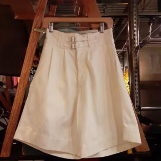 「italy white gurkha short pants」