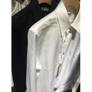 シンプル好き必見のシャツをご紹介!