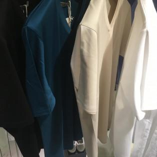 万能な無地VネックTシャツのご紹介!