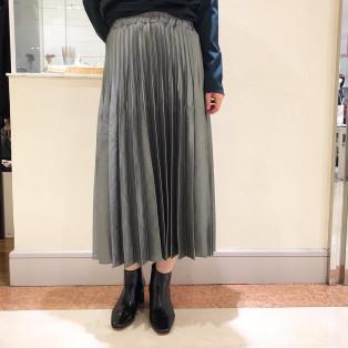 光沢プリーツセミロングスカート