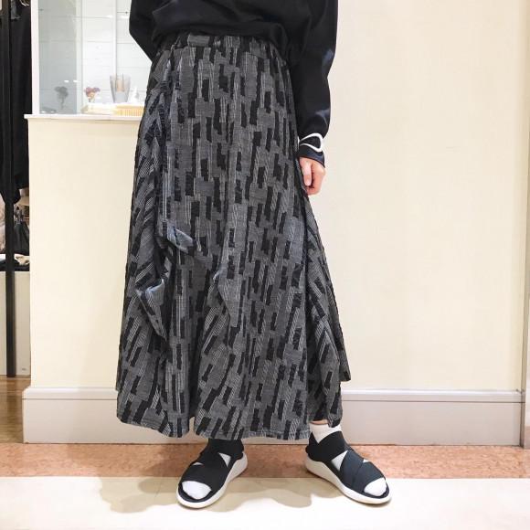 モザイクジャガード柄 ランダムタック変形スカート