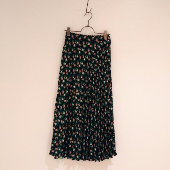 花柄プリーツセミロングスカート