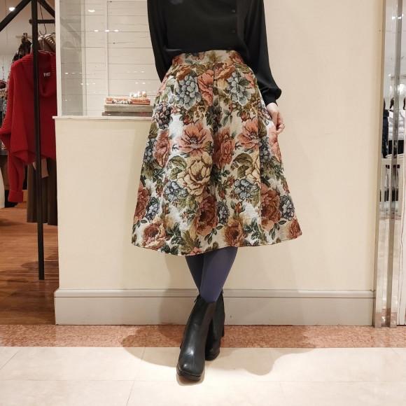 ジャガード大花柄フレアスカート