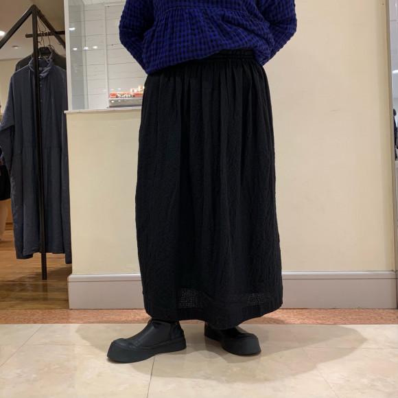 ichi Antiquités  エンボス加工フレアスカート