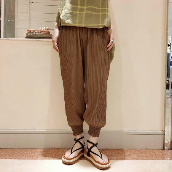 裾シャーリングプリーツイージーパンツ