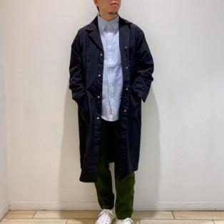 シャツにコートの王道スタイル黒...