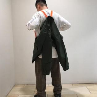 背負えるジャケット。オレンジの...