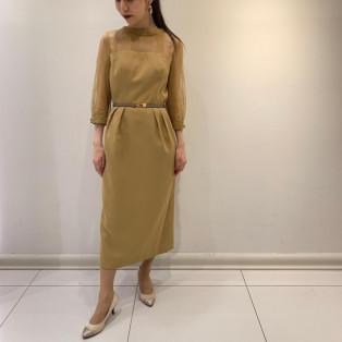 タイトシルエットの大人ドレス
