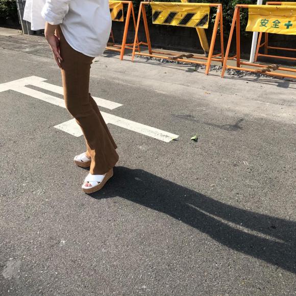 素足でサンダルを履く方に。