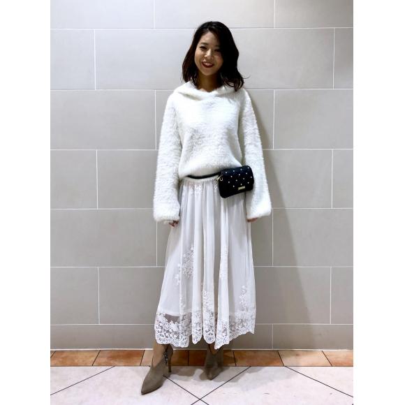 フェザーパーカー×刺繍ロングスカート