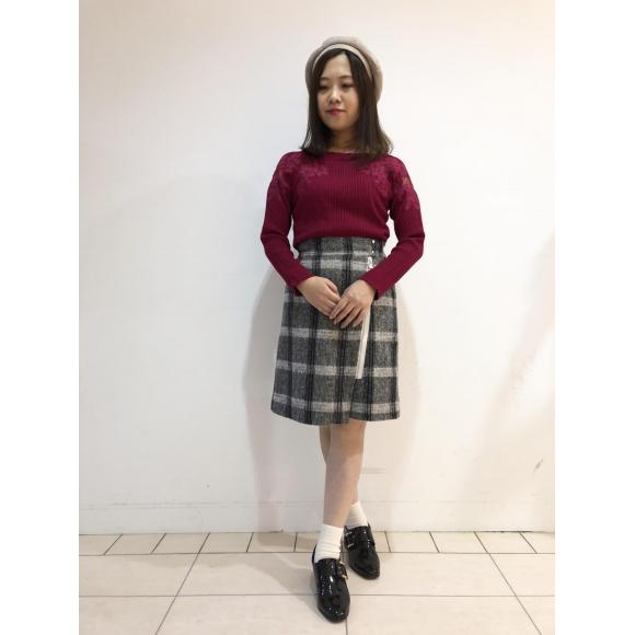 レース刺繍プルオーバー×ファスナーラップスカート