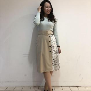 アシメ刺繍プルオーバー×小花トレンチスカート